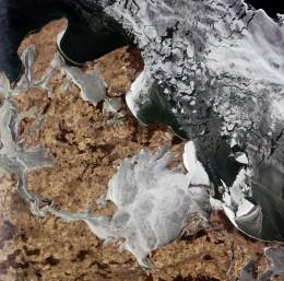 Ледяные воды Балтийского моря окружающих большой остров Германии, Рюген