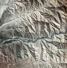 Предгорьях Анд недалеко от южного побережья Перу, KARI / ESA