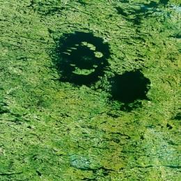 Пара озер, расположенных к востоку от Гудзонова залива, и, кажется, что это два отдельных озера.