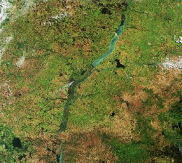 Река Парана проходит через южную части Бразилии, ЕКА
