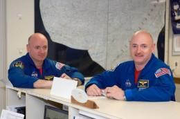 космонавты близнецы